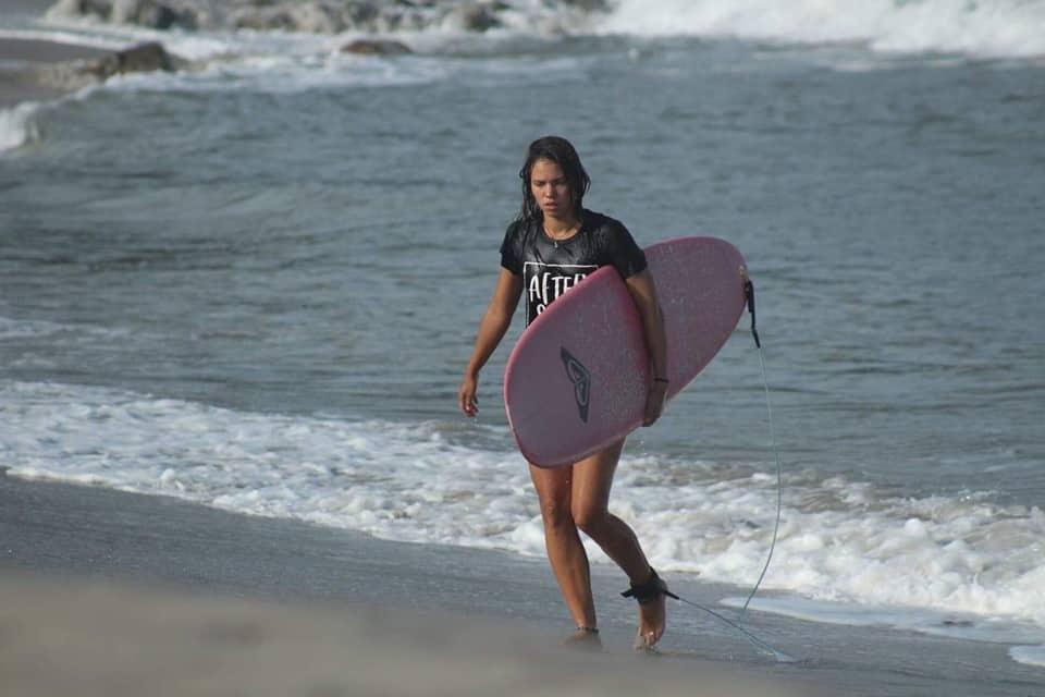 Manuela Nayelli Wolf-Sánchez, an avid surfer